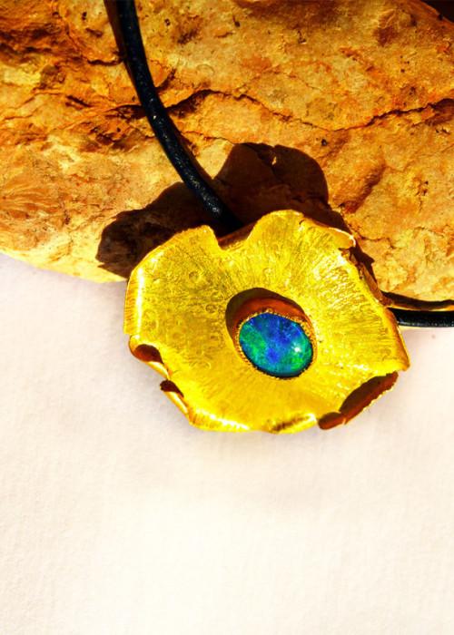 Bulla con opale